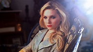 Abigail Breslin Rots In Undead Horror 'Maggie', Becomes ...
