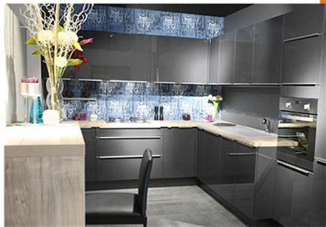 prix cuisine aviva prix cuisine aviva finest une dco de choix pour cette cuisine aviva blanche et brillante sur