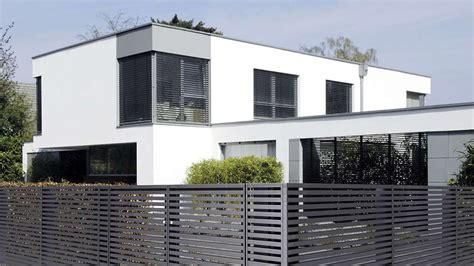 Moderne Häuser Mit Zaun by Aluminiumz 228 Une Sind In Vielen Farben Erh 228 Ltlich Wohnen