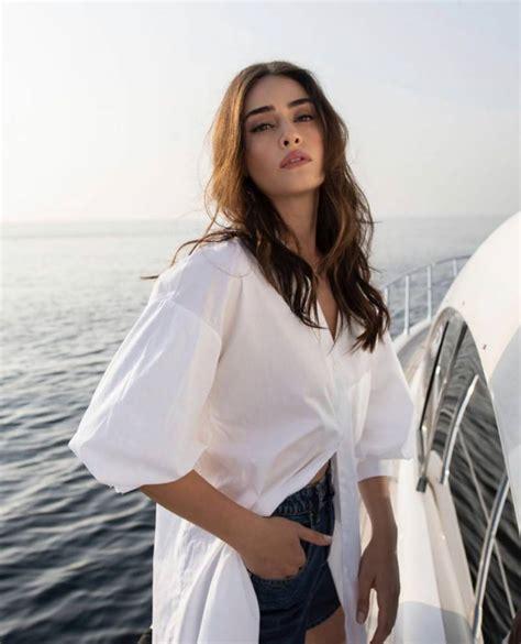 Esra bilgiç (born ankara) is a turkish actress and model. Ertugrul star Esra Bilgic wins over another Pakistani brand