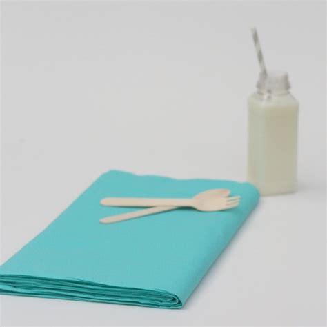 nappe en papier jetable nappe jetable bleu turquoise en papier nappes jetables creative emotions