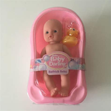 baignoire bebe dans poupon b 233 b 233 dans sa baignoire avec canard