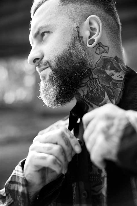 tatouage cou homme: 15 motifs de tatouages cou pour les hommes