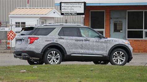 ford explorer platinum spy shots motorcom