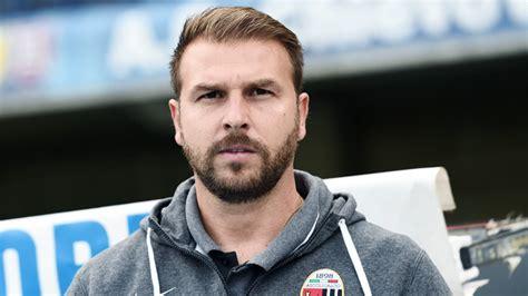 As a player he played as a midfielder. Serie B, ufficiale l'esonero di Paolo Zanetti - Calcio News 24