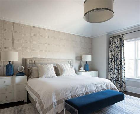Bedroom Light Gray Rivet Wallpaper