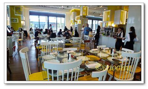 the kitchen table w hotel taipei 位於w hotel 10樓的 the kitchen table 簡潔時尚的 餐廳設計 鮮明的黃白色調點綴