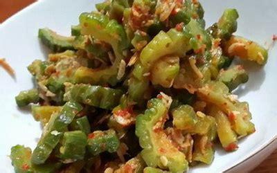Tumis bawang putih cincang, irisan bawang merah. Resep Tumis Pare Udang serta Tips Agar Pare Tidak Pahit - Boss Resep