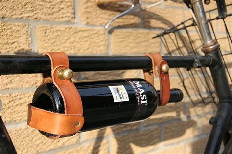 chambrer un vin transporter du vin à vélo fromage et bon vin