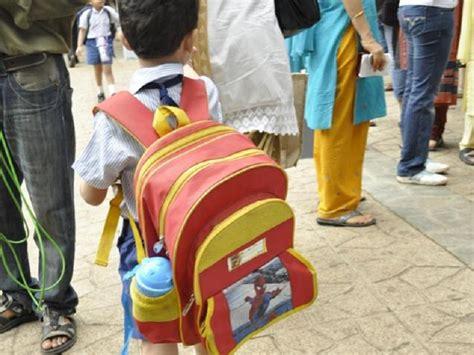 tas ransel kania anak sekolah bawa ransel berat berdak pada tulang