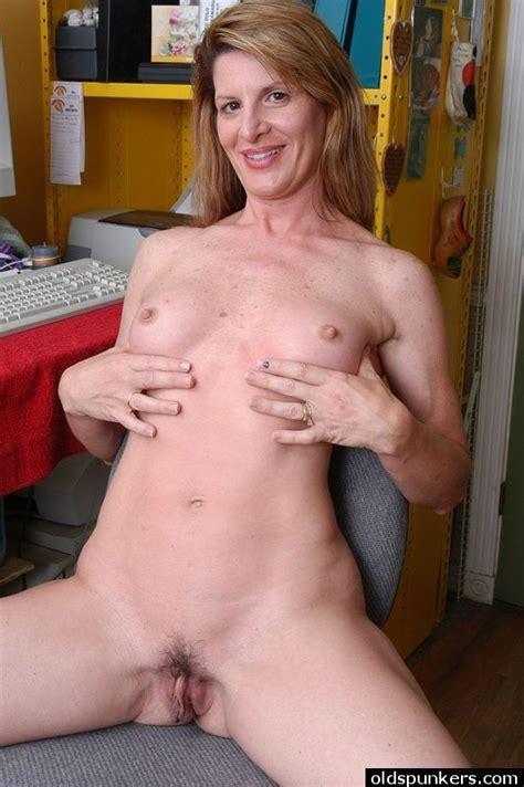Sexy Mature Women Masturbating