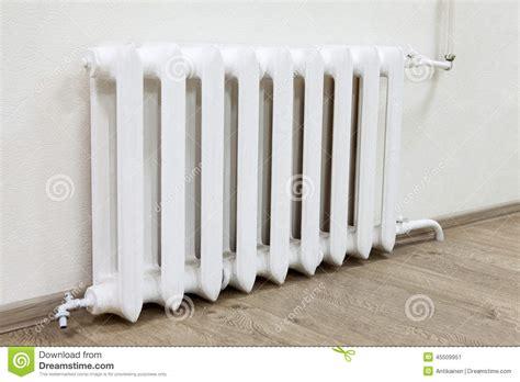chauffage chambre de culture le chauffage central de radiateur blanc de fer est dans la