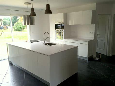 granit blanc cuisine plans de travail en quartz blanc bordeaux hm deco