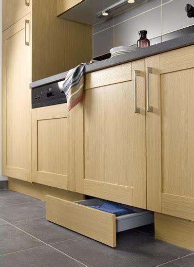 plinthe de cuisine 6 astuces rangement et gain de place dans une cuisine