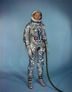 File:Neil Armstrong in Gemini G-2C training suit.jpg ...