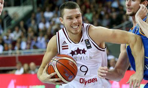 Dairis Bertāns: Šobrīd iekšēji ir tukšums, emociju nav - Basketbols - Apollo.lv - Sports - Apollo.lv