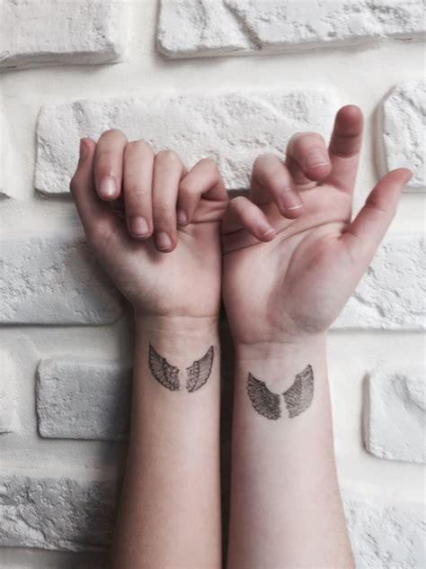 idees de tatouages adorables pour les mains  les poignets
