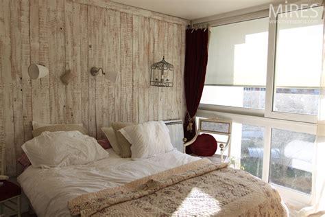 chambre ceruse bois cérusé blanc au mur poêle en céramique blanc c0662