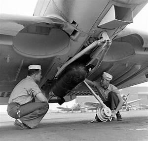 Ww2 Photo Wwii Us Navy Dauntless Dive Bomber Bomb Loading