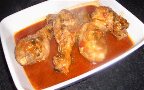 cuisiner le poulet en sauce recette cuisses de poulet marinées à la sauce tomate 750g