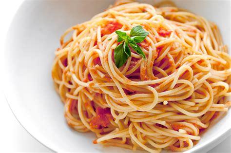 Spaghetti merupakan jenis pasta yang banyak digemari. Cara Membuat Spaghetti ~ ZOTA RESEP