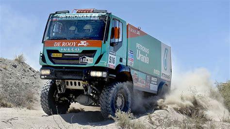 los gigantes del desierto camiones en el dakar