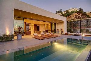 Private House With a Stylish Interior in L.A. and a ...