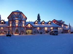 Travel Spotting: Santa Claus House in North Pole, Alaska