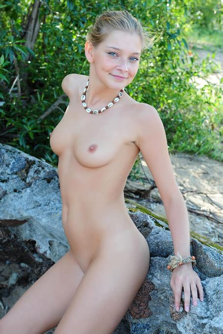 Beautiful Young Indiana Belle Nude On The Beach With
