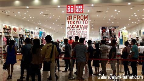toko uniqlo pertama  indonesia jalan jajan hemat