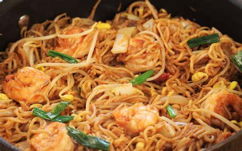 cuisiner des nouilles chinoises poêlée de nouilles chinoises et crevettes curry et coco