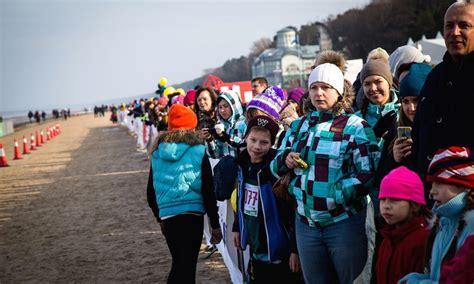Sportiskas izklaides un karnevāls Jūrmalas Ziemas sporta ...