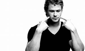 Chris Hemsworth Smile GIF - Find & Share on GIPHY