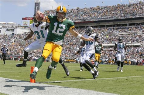 aaron rodgers avoids sack throws incredible td pass video