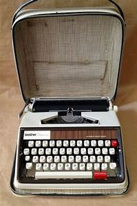 Vintage Brother Deluxe 1350 Manual Typewriter   Case