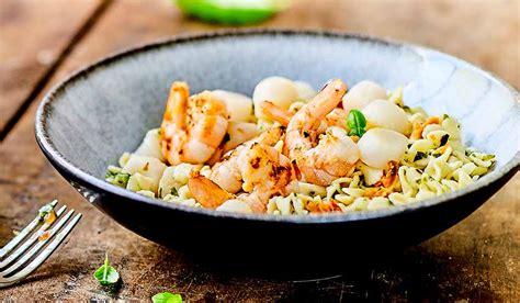 crevettes jacques et petites p 226 tes aux l 233 gumes sauce au basilic surgel 233 s les plats