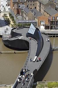 Galeria de Passarela River Hull / McDowell + Benedetti