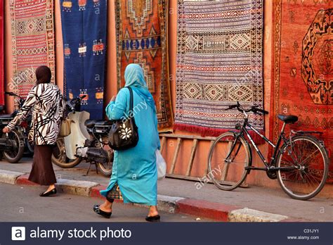 arabische teppiche in der messe traditional berber carpet morocco stockfotos traditional