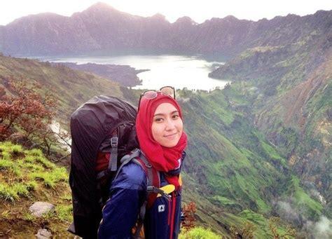 female bring  wear   mountain hiking