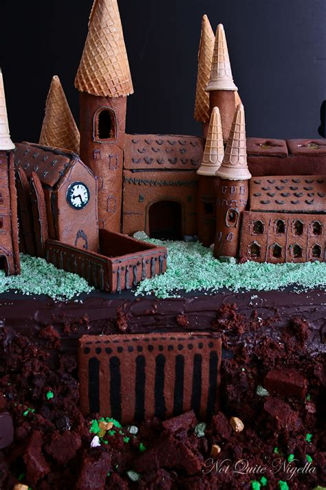 hogwarts gingerbread house    nigella