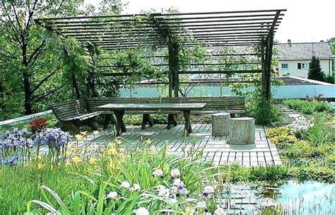 Garten Sichtschutz Oben by Sichtschutz Oben Pergola Im Garten Mit Hecke 684