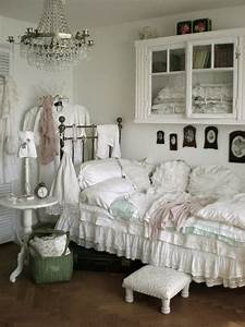 33 cute and simple shabby chic bedroom decorating ideas With shabby chic bedroom decorating ideas