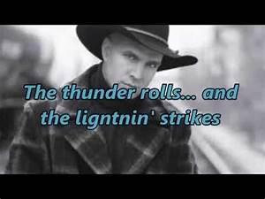 Country Studio Crew - The Thunder Rolls Lyrics