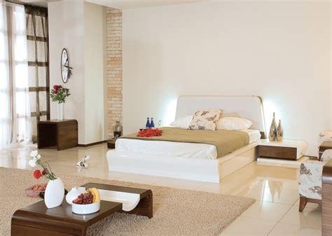 chambre blanche et beige chambre harmonie complète dans la chambre à coucher