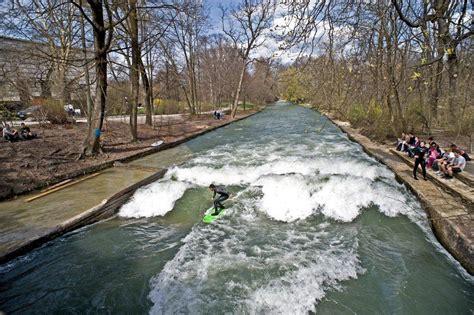 eiskanal englischer garten münchen eisbachwelle de eisbach m 220 nchen river surfing alles