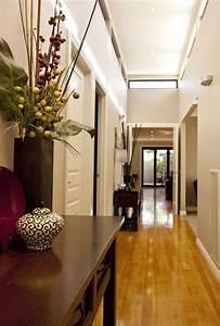 35 hallway decor ideas to try in your home keribrownhomes With interior decor hallways