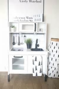 Ikea Duktig Rückwand : ikea hack duktig play kitchen monochrome makeover ikea duktig hacks pinterest plays ~ Frokenaadalensverden.com Haus und Dekorationen