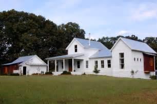 Modern White Farmhouse Exterior