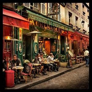 Dinner at a street cafe in Montmartre (Paris). Description ...