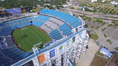 Johns river , and has been the home of the jaguars since the team's first season in 1995. JACKSONVILLE - AUGUST 28:P Aerial video of the Everbank Field Stadium located at 1 Everbank ...